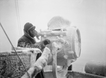 Ice-forming-on-HMS-Sheffield-whilst-escorting-an-Arctic-convoy-to-Russia